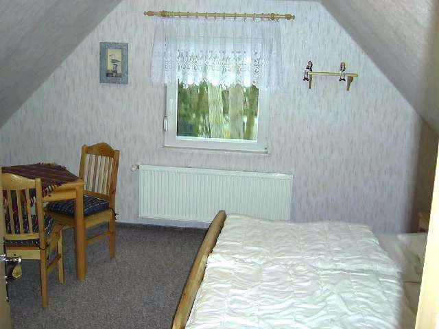 Schlafzimmer oben - Bildergalerie: Ostsee Ferienhaus Wieck Darß ...