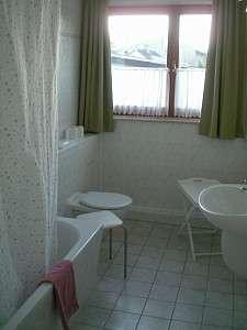 badewanne zum duschen bildergalerie ferienhaus auf r gen ferienwohnung 5 altef hr r gen insel. Black Bedroom Furniture Sets. Home Design Ideas