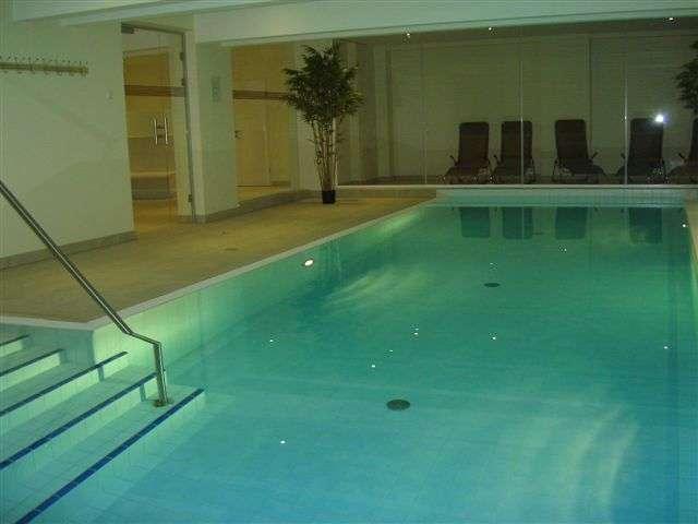 schwimmbad im haus bildergalerie 2 zimmer ferienwohnung zempin usedom ostsee usedom insel. Black Bedroom Furniture Sets. Home Design Ideas