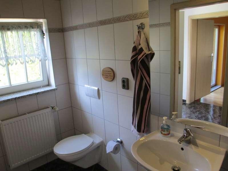 bad mit dusche kompl gefliest bildergalerie wismar ferienhaus hund urlaub ostsee ferien wismar. Black Bedroom Furniture Sets. Home Design Ideas
