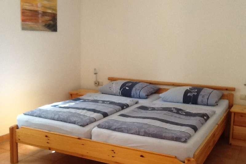 Schlafzimmer mit Doppelbett - Bildergalerie: Ferienhaus Ostsee Fewo 2 ...