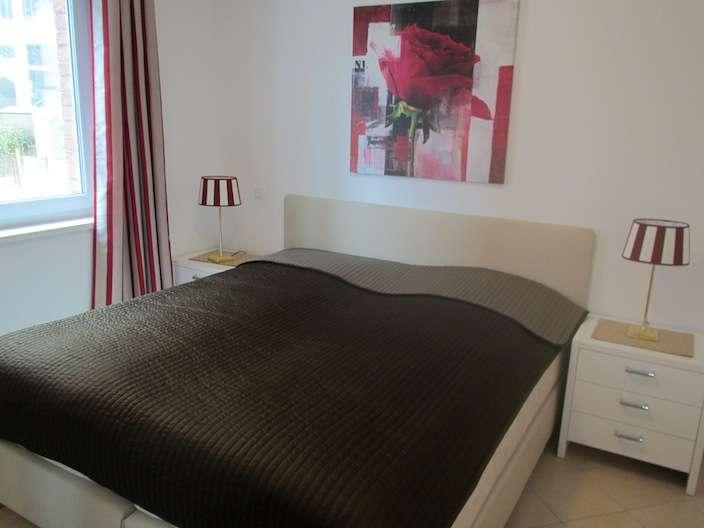 Gunstige Schlafzimmer Mit Boxspringbett : ... schlafzimmer mit boxspringbett terrasse mit strandkorb modernes