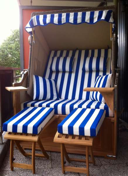 bequemer strandkorb balkon bildergalerie ferienwohnung ostsee travem nde fewo 42m l becker. Black Bedroom Furniture Sets. Home Design Ideas