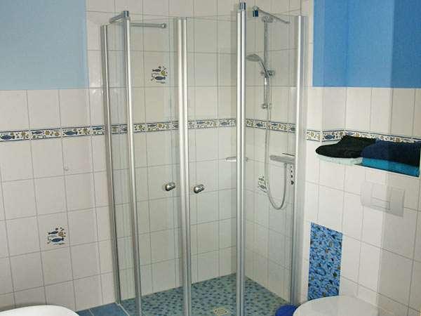 Bad mit dusche jeweils eg bildergalerie ferienh user for Dusche bildergalerie