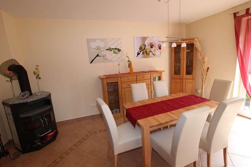das wohnzimmer mit essbereich bildergalerie ferienhaus. Black Bedroom Furniture Sets. Home Design Ideas