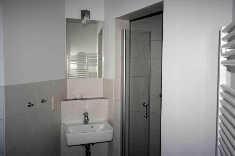 badezimmer bildergalerie ferienwohnungen ostsee usedom. Black Bedroom Furniture Sets. Home Design Ideas