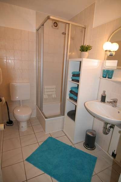badezimmer bildergalerie ferienwohnung ostsee bei. Black Bedroom Furniture Sets. Home Design Ideas