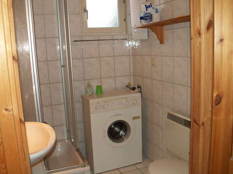 badezimmer mit waschmaschine bildergalerie ferienhaus mecklenburgische seenplatte vb. Black Bedroom Furniture Sets. Home Design Ideas