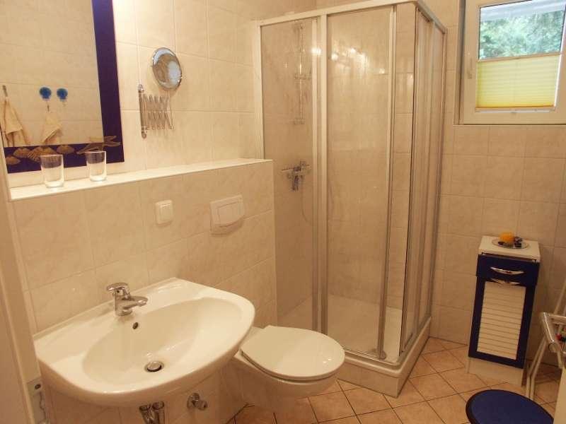 badezimmer bildergalerie binz ferienwohnungen ostsee. Black Bedroom Furniture Sets. Home Design Ideas