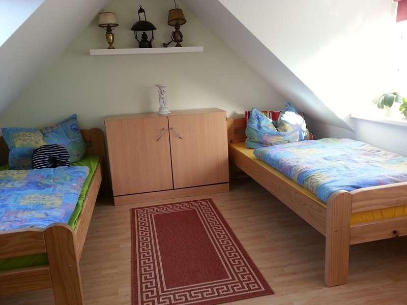 schlafzimmer klein bildergalerie ferienwohnung in l ndlicher idylle in ostseen he. Black Bedroom Furniture Sets. Home Design Ideas