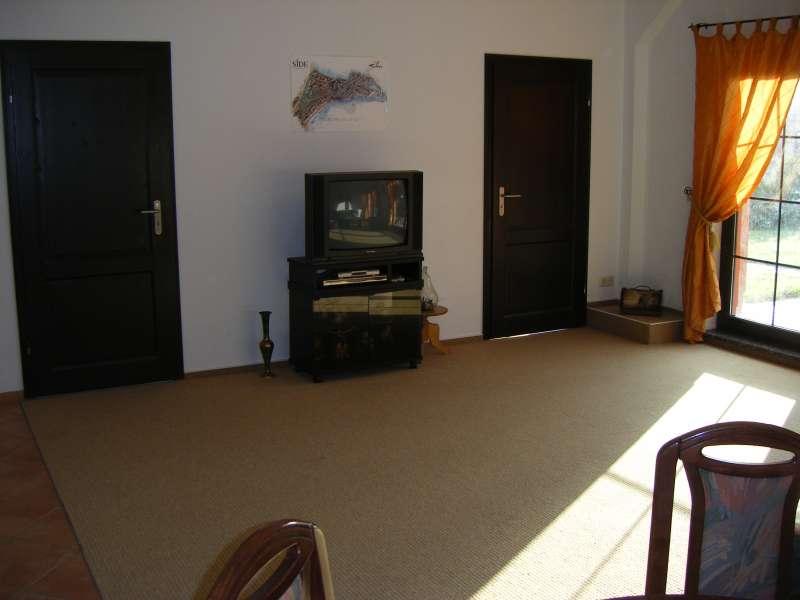 wohnzimmer mit offener k che bildergalerie kr plin. Black Bedroom Furniture Sets. Home Design Ideas