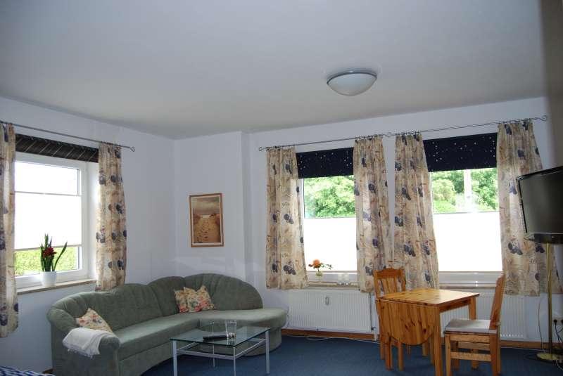 Wohnzimmer bildergalerie ostsee kiel ferienwohnung 1 for Bildergalerie wohnzimmer