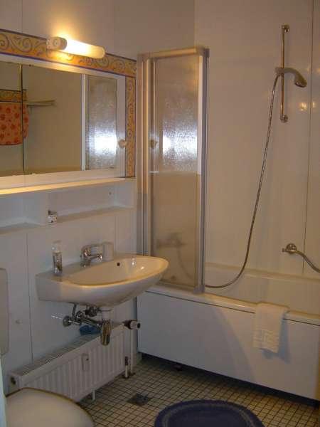 badezimmer bildergalerie sch nberg urlaub an der ostsee fewo fol403 schleswig holstein kueste. Black Bedroom Furniture Sets. Home Design Ideas