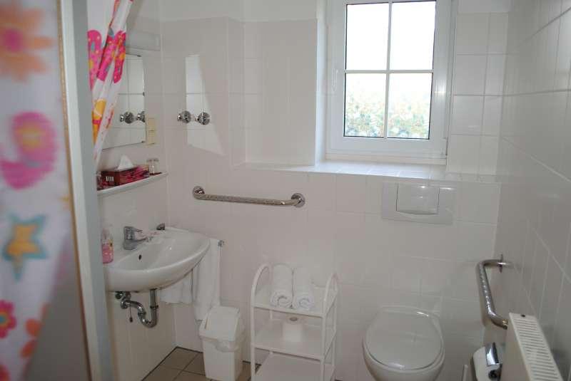 badezimmer bildergalerie r gen ostsee ferienunterkunft. Black Bedroom Furniture Sets. Home Design Ideas