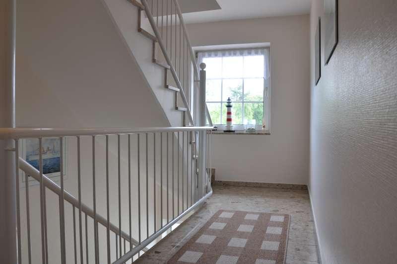 helles breites treppenhaus bildergalerie ferienhaus. Black Bedroom Furniture Sets. Home Design Ideas