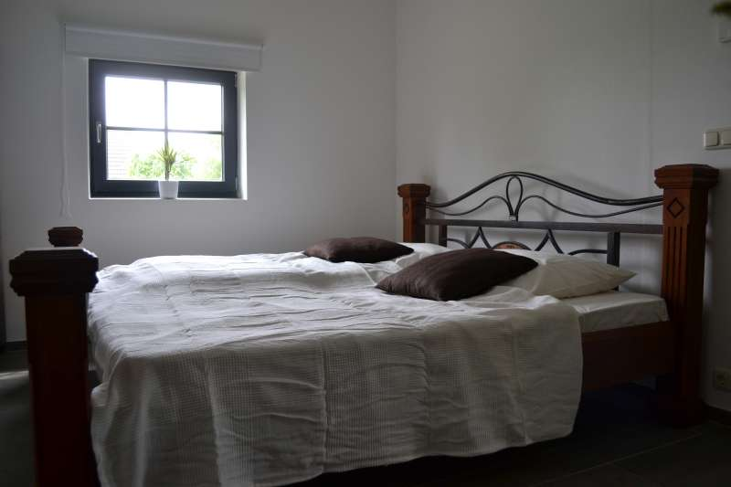gro z giges bett 2x2m bildergalerie ostsee ferienwohnung mvp nahe rostock mecklenburg. Black Bedroom Furniture Sets. Home Design Ideas