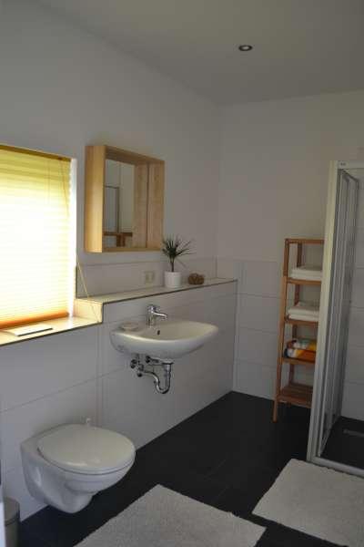 badezimmer bildergalerie ostsee ferienwohnung mvp nahe. Black Bedroom Furniture Sets. Home Design Ideas