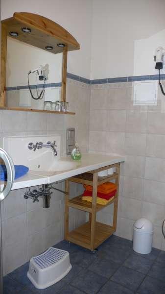 Badezimmer bildergalerie ferienwohnung glowe auf r gen for Badezimmer bildergalerie