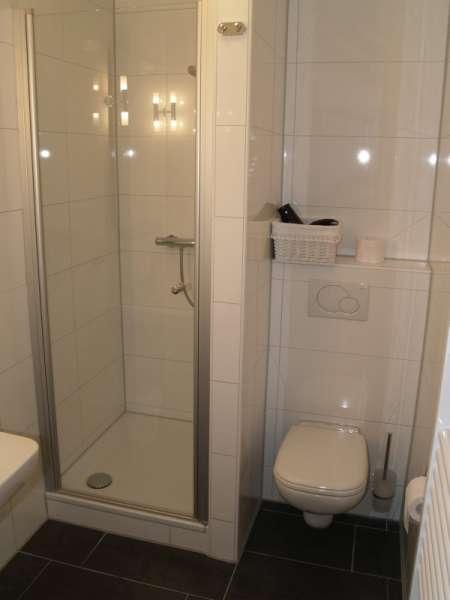 Das bad mit dusche bildergalerie ostsee heiligenhafen for Dusche bildergalerie